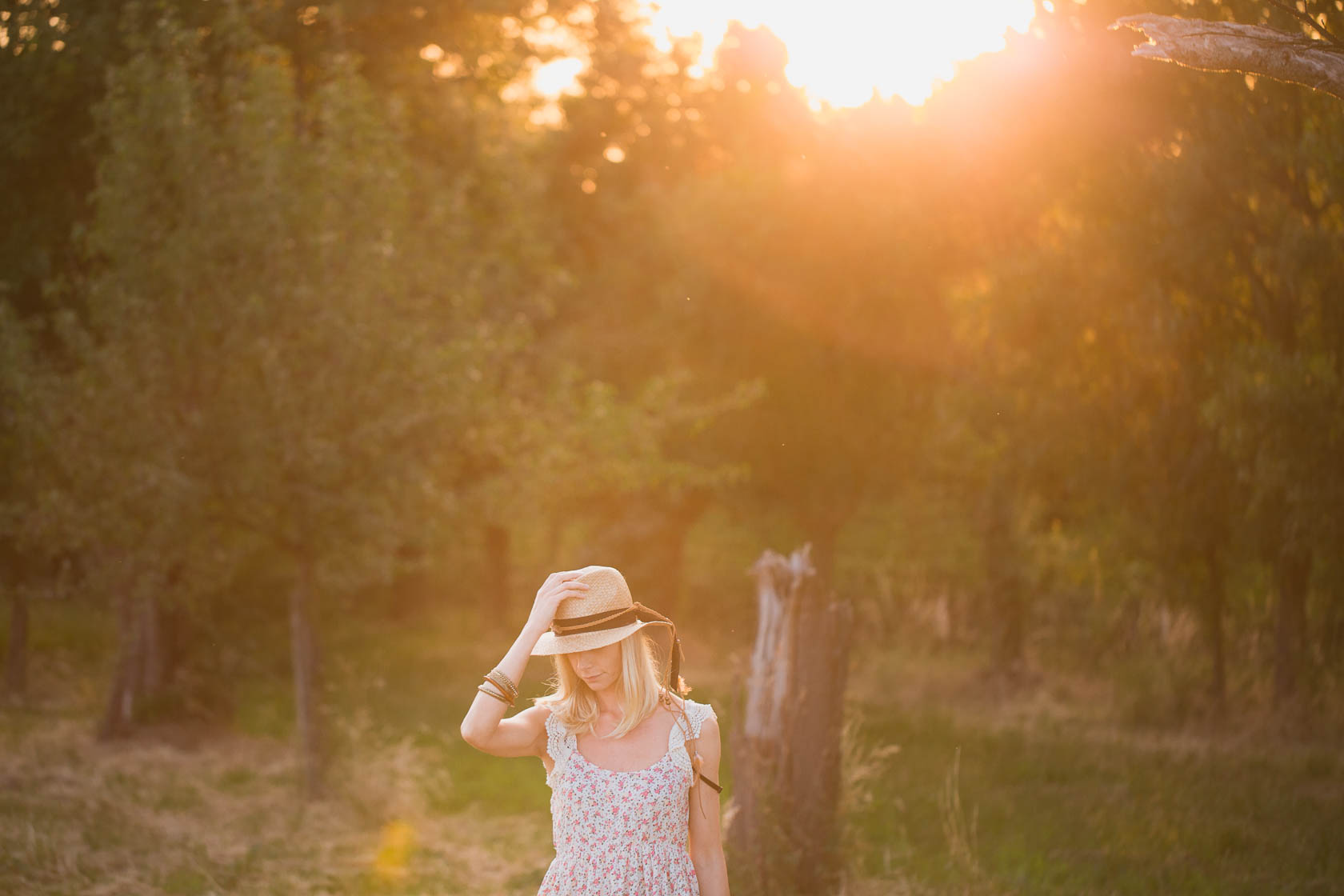 Sundown Editorial Fashion Story in Wiesloch Kornfeld zum Sonnenuntergang