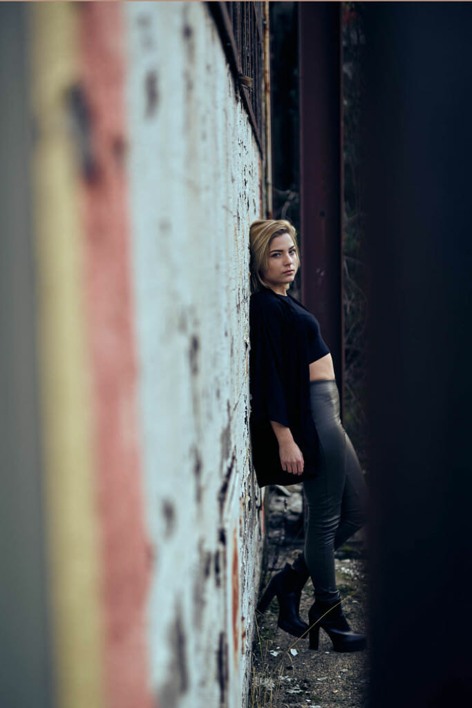 Fashion Editorial alte Fabrik Lost Place Blonde Frau