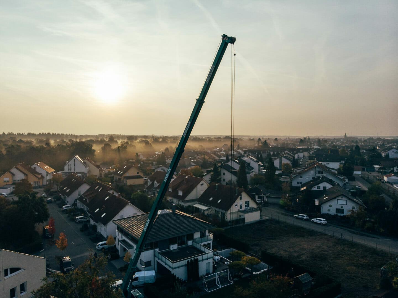Luftaufnahmenn Poolaufbau Arbeitsreportage Poolaufbau Drohnenfotografie Drohnenfotos Drohnenfilm